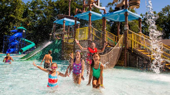 outdoor-waterpark-at-west-chester