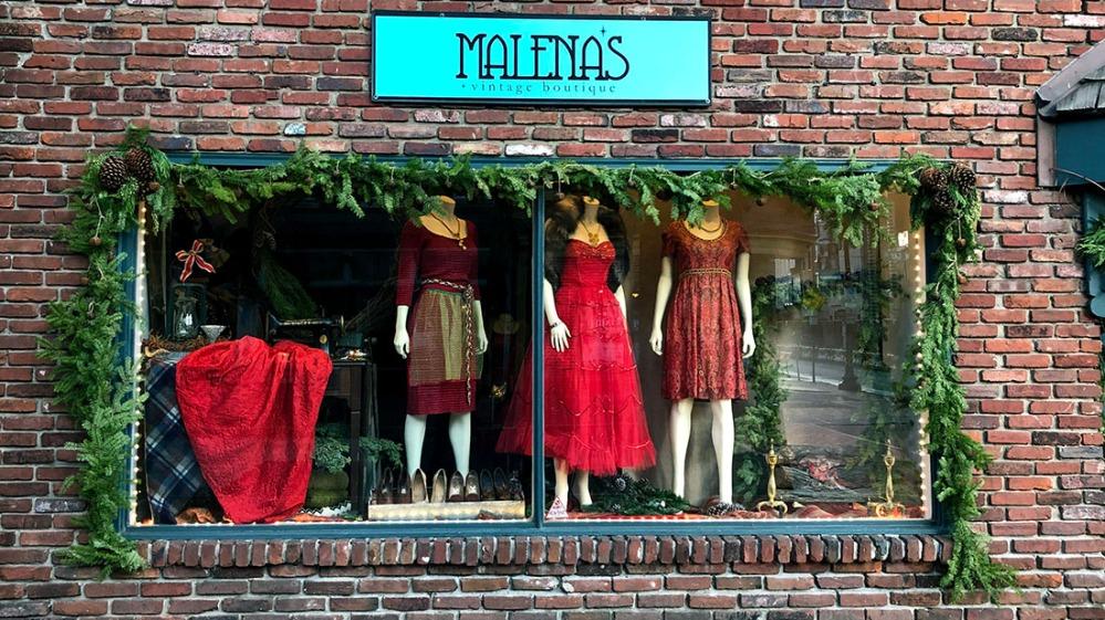 malenas_holiday window2019